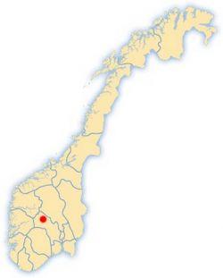 Hemsedal ligger øverst i Buskerud, midt mellom Oslo og Bergen.